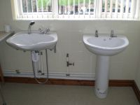Hairdresser's basin and shower attachment